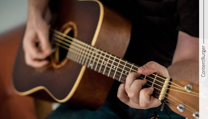 استفاده از تصویر گیتار در تکنیک سایه و اثربخش نویسی محتوا
